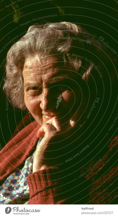 grossmutter Porträt Frau Mensch alt