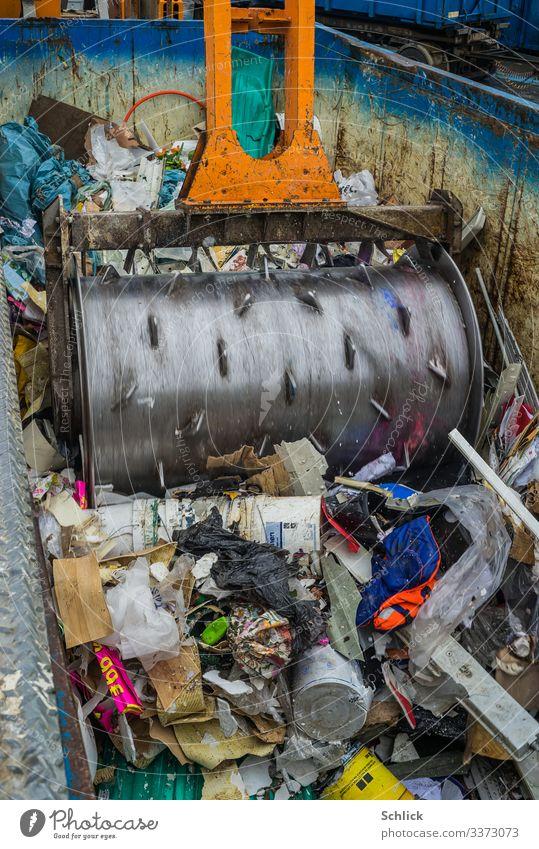 Konsum Walzenverdichter Rollpacker Müllwirtschaft Hausmüll Stahl Kunststoff Ekel hässlich mehrfarbig Umwelt Umweltschutz Müllverarbeitung entsorgen Eisen