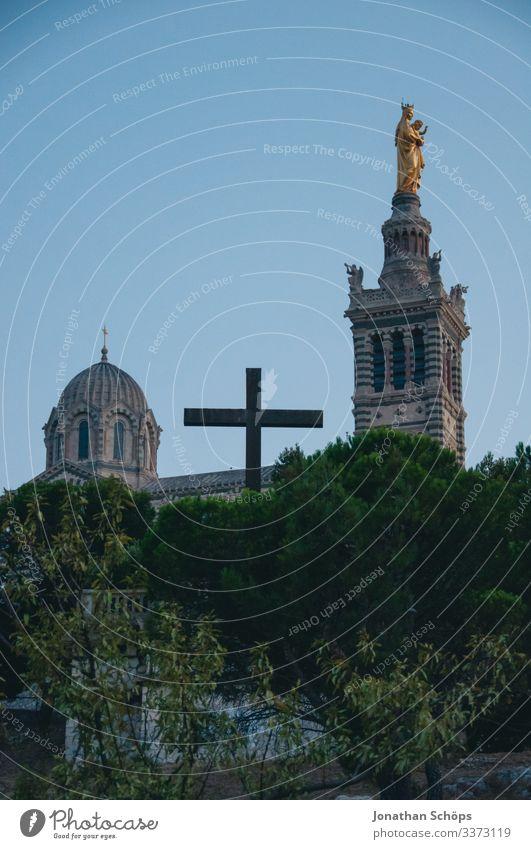 Basilique Notre Dame de la Garde Farbfoto Sandstein Himmel (Jenseits) Frankreich Südfrankreich Kuppeldach Gott Katholizismus Sommerurlaub Christliches Kreuz