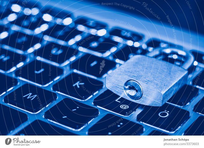 Schloss als Symbol für Privatsphäre, Internetsicherheit und allgemeine Datenschutzverordnung auf einem Notebook-Computer ssl Datenträger Netzsicherheit DSL