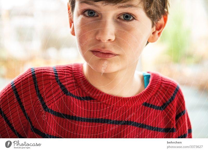 erwartungsvoll | ein augenblick Sonnenlicht intensiv Porträt Kontrast Licht Tag nachdenklich Lippen Mund Gesicht Nase Auge Kindheit Kopf