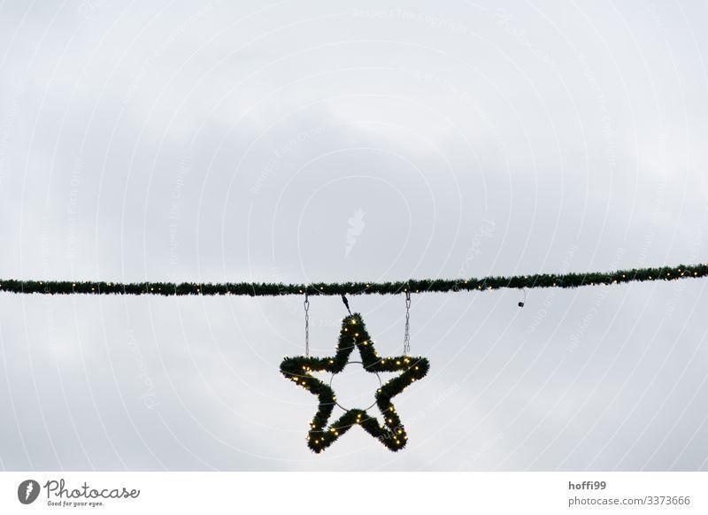 kahler Weihnachtsstern vor weißem Himmel Weihnachtsmarkt besinnlich Tradition Lampe Feste & Feiern orange Farbe Dekoration & Verzierung Weihnachten & Advent