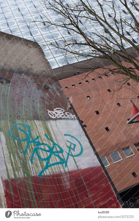 Berliner Mauer Fragment zu Gast in Hamburg - wohl länger dort anzutreffen .... Wahrzeichen Denkmal Grenze Hafencity Sehenswürdigkeit Bauwerk Deutschland