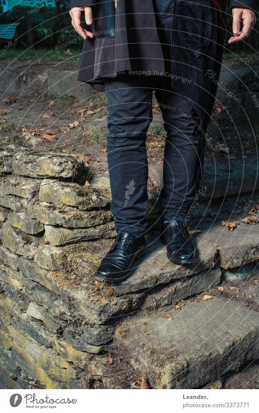 Standfest Lifestyle kaufen schön Mensch maskulin androgyn Homosexualität Erwachsene Körper 1 18-30 Jahre Jugendliche Mode Schuhe Schuhbänder Natur alternativ
