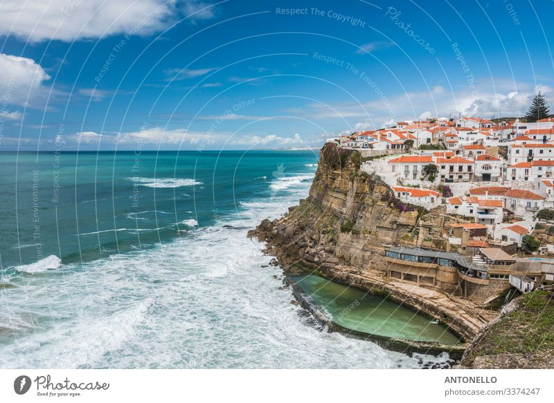 Klippe bei Azenhas do Mar an der portugiesischen Atlantikküste Ferien & Urlaub & Reisen Tourismus Sommer Meer Wellen Umwelt Landschaft Himmel Wolken Horizont