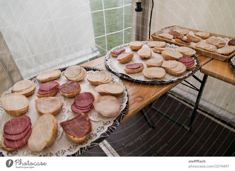 Fleischlastiges Brötchen Buffet Lebensmittel Wurstwaren Ernährung Büffet Brunch Fingerfood Schalen & Schüsseln Veranstaltung Essen Feste & Feiern Bierzelt