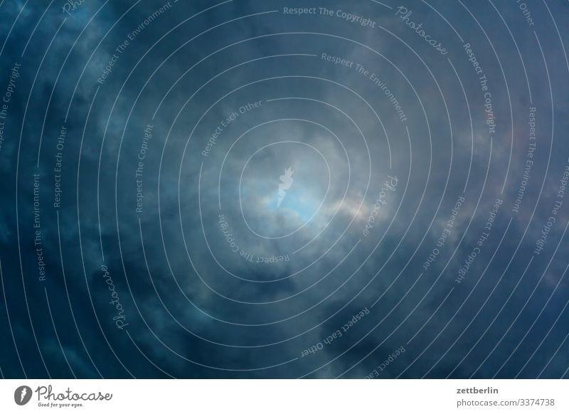 Wolkenloch drohend dunkel Feierabend Froschperspektive Gewitter Kumulus Himmel Himmel (Jenseits) Hintergrundbild Klima Klimawandel Menschenleer Meteorologie