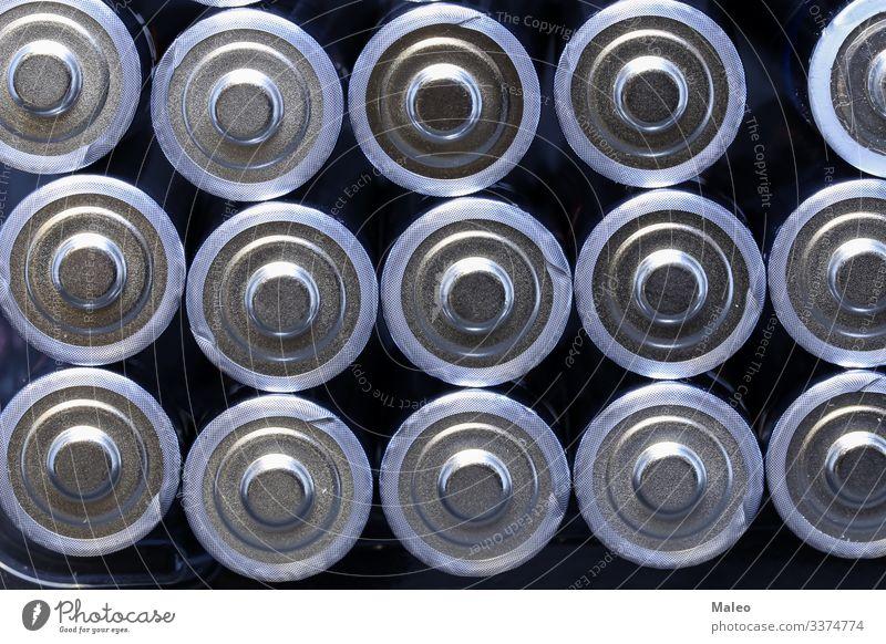 Mehrere neue Alkalibatterien in einer Größe in Reihen Batterie Alkaloid Rohstoffe & Kraftstoffe Energiewirtschaft Elektrizität Elektronik elektrisch