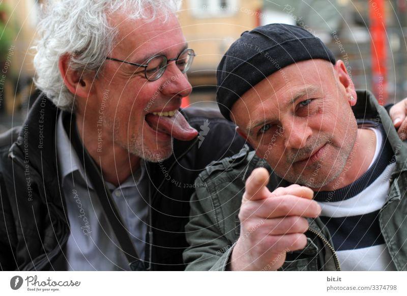 konform l ich zeig's dir... frech Männer Mann Menschen männlich Person Glück Erwachsener Porträt Lächeln lässig Lifestyle Typ Gesicht Blick spass Spaßvogel