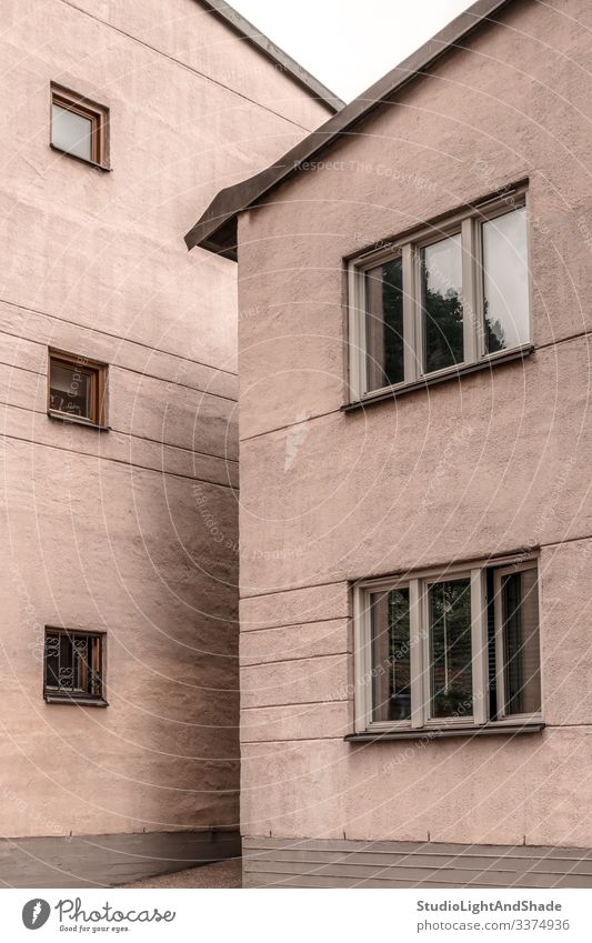 Zwei pastellfarbene Gebäude aus Stein Haus Häuser Fenster Wand zwei Europa Europäer Stockholm Schweden Schwedisch Skandinavien skandinavisch urban Großstadt