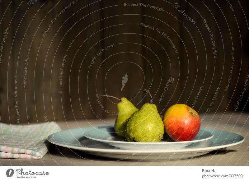 Apfel und Birnen Lebensmittel Frucht Geschirr Teller Gesunde Ernährung Gesundheit lecker natürlich grün rot Vitamin Serviette Stillleben Farbfoto Außenaufnahme