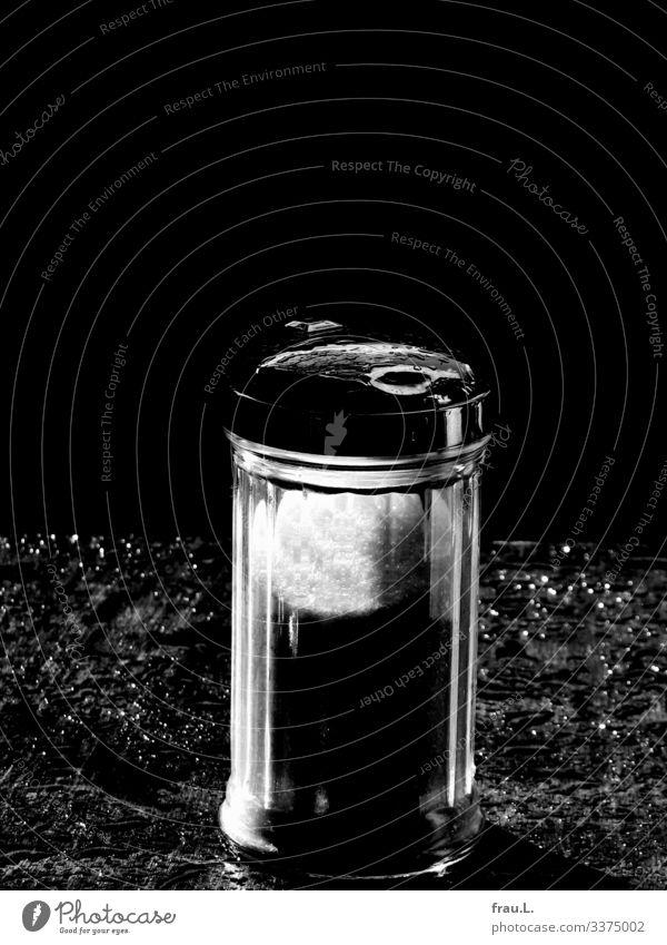 Zuckerstreuer Ernährung Restaurant Essen trinken stehen süß Tisch Regen Straßencafé Café glänzend Schwarzweißfoto Außenaufnahme Textfreiraum oben Tag