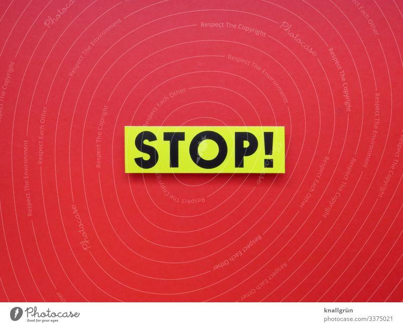 STOP! Stop rot weiß schwarz Hinweisschild Schilder & Markierungen Farbfoto Textfreiraum unten Textfreiraum links Studioaufnahme Menschenleer Schriftzeichen
