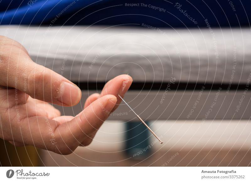 Akupunktur ist eine großartige Medizin Lifestyle Gesundheit Gesundheitswesen Behandlung Alternativmedizin Krankheit Medikament bedrohlich Farbfoto Innenaufnahme