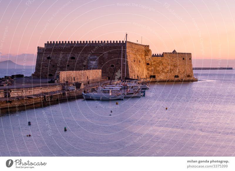 Heraklion Crete Griechenland mediterran Europa Landschaft MEER maritim Hafen Portwein Tourismus reisen Morgen Sonnenaufgang Festung Burg oder Schloss