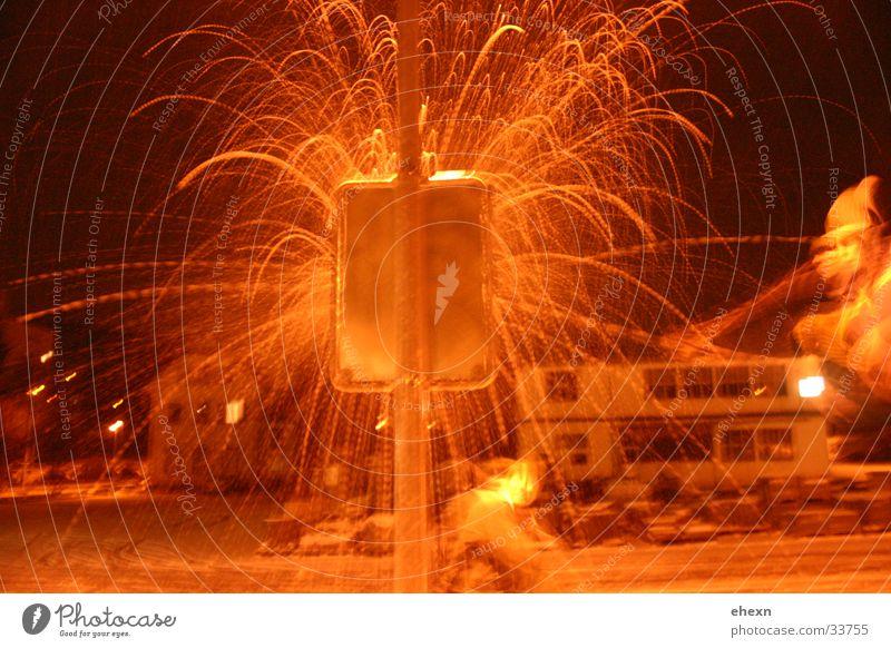 Snowball Crash dunkel Schilder & Markierungen Aktion Freizeit & Hobby Straßenbeleuchtung spritzen Explosion Schneebälle