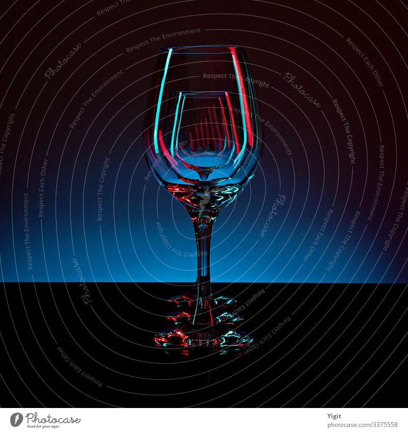 Drei Weingläser auf dem Hintergrund des blauen Gefälles Glas Dekoration & Verzierung ästhetisch Design elegant Farbe Zufriedenheit Idee Inspiration Kitsch