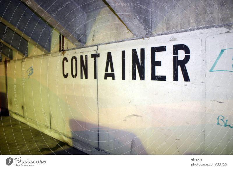 Containerer Wand Beton Industrie Garage Beschriftung Unterführung