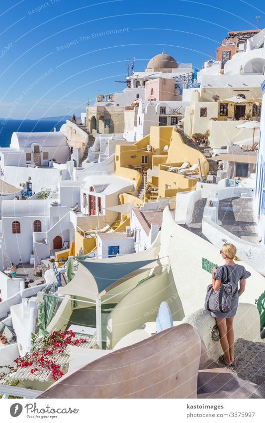 Dorf Oia bei Sonnenuntergang, Insel Santorin, Griechenland. schön Ferien & Urlaub & Reisen Tourismus Sommer Meer Haus Frau Erwachsene Kultur Landschaft Himmel