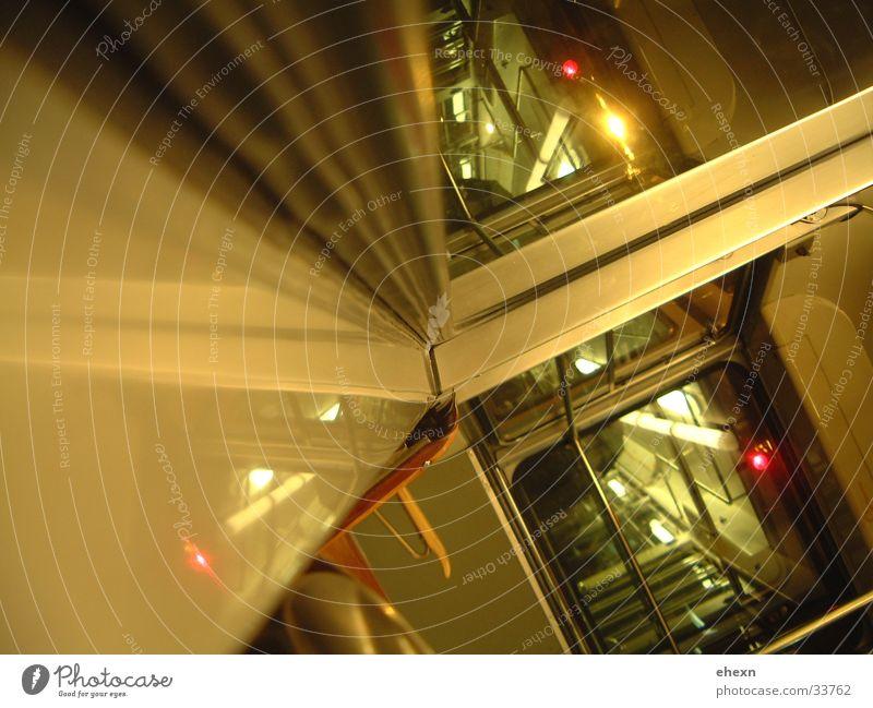 Kopf aufm Fensterreahmen Farbe Stil Verkehr Eisenbahn Perspektive Straßenbahn Zürich