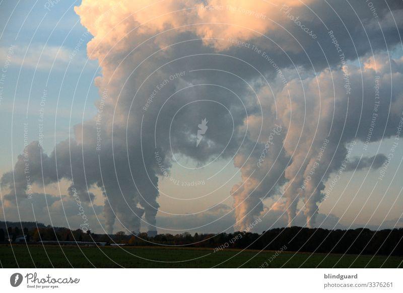 CO2-Belastung dank Corona deutlich gesunken. Umweltverschmutzung Stickoxyd CO2-Ausstoß Energiewirtschaft Kraftwerk Klimawandel Kohlekraftwerk Wolken Himmel Kima