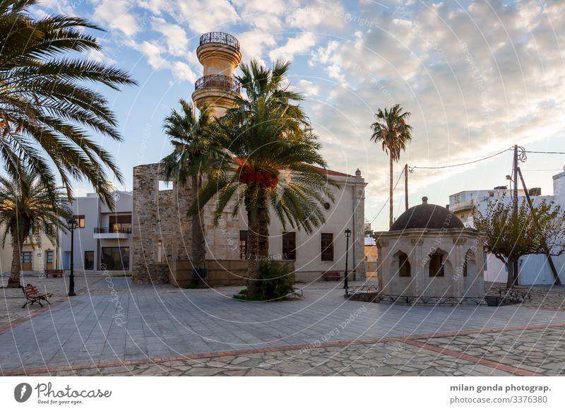 Moschee in Ierapetra, Kreta. Europa mediterran Griechenland Crete Lasithi Stadt Quadrat Straße Stadtbild Architektur Springbrunnen Palmen Handflächen Ottoman