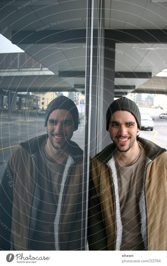 spieglein spieglein grinsen Reflexion & Spiegelung Porträt Zufriedenheit Mann lachen Bahnhof