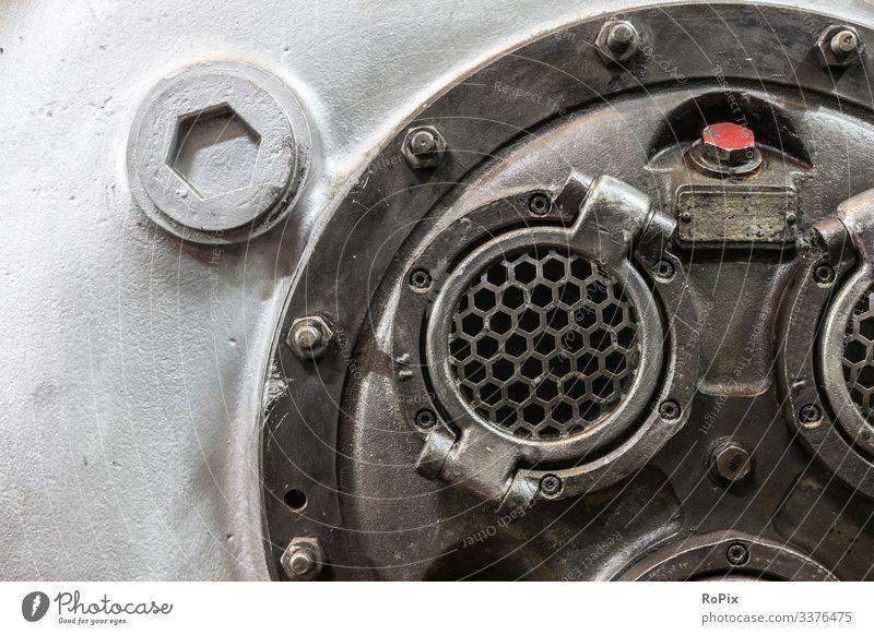 Detail eines alten Kompressorengehäuses. Maschine Technik Mechanik machine Getriebe gearing Ritzel kette Kettenrad chain wheel Rad Zahnrad cogwheel Land