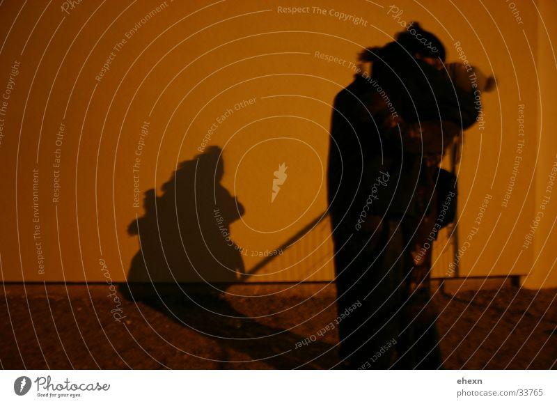 Schattenspiel Umarmen Küssen Nacht dunkel Mensch Liebe romatisch Abend