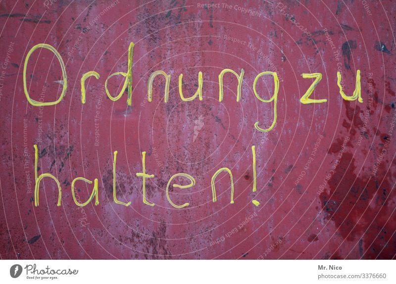 Ordnung ist das halbe Leben Schriftzeichen Rost Detailaufnahme Schilder & Markierungen Typographie Buchstaben Wand Zeichen rot aufräumen unordentlich chaotisch