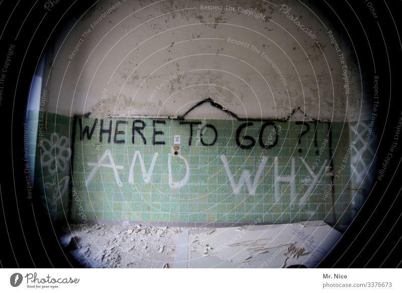 Wo und warum ? Warum Fragen Grafitti dreckig Schriftzeichen Ruine Kacheln Fliesen kaputt Mauer Vergänglichkeit Verfall Zerstörung Haus Gebäude Fish Eye