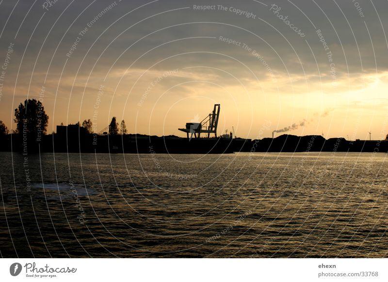 AMsterdam Industry Skyline, Wasser Himmel Wolken Horizont Industrie Güterverkehr & Logistik Fluss Industriefotografie Amsterdam Überfahrt