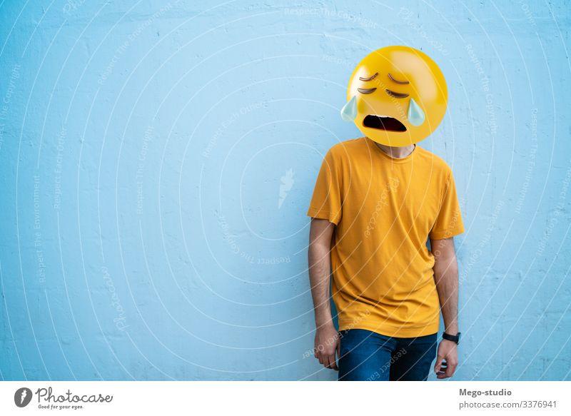 Emoji-Kopf wütend attraktiv Junge Business Aufruf lässig Kaukasier Zelle Funktelefon heiter Großstadt Mitteilung Anschluss Gerät Emojis Typ gutaussehend Glück