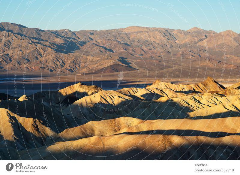 Tal des Todes Natur Landschaft Sand Sonnenaufgang Sonnenuntergang Sonnenlicht Schönes Wetter Berge u. Gebirge Schlucht Death Valley National Park USA ästhetisch
