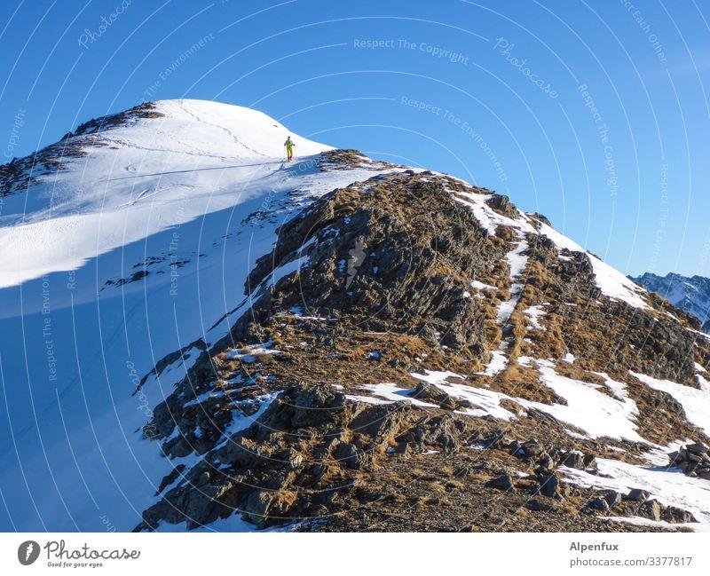 ein Zwerg geht auf den Berg .... | Klimawandel Bergsteigen Berge u. Gebirge Klettern Himmel Alpen Gipfel wandern Außenaufnahme Felsen Schneebedeckte Gipfel