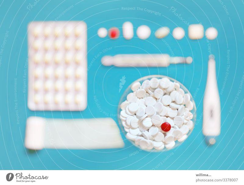 Hypochondercocktail - Tabletten, Medikamente und Fieberthermometer Krankheit Gesundheit Krankenpflege Pharmazie Gesundheitswesen Behandlung Sucht Rauschmittel