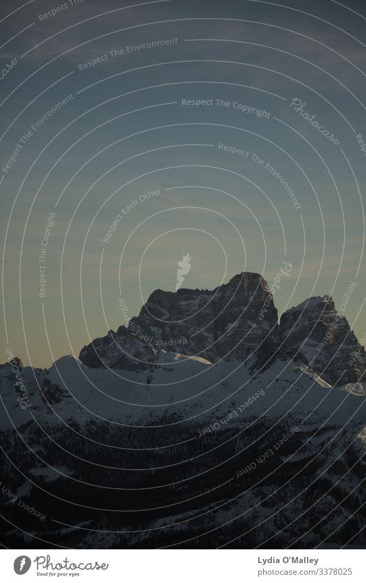 Mächtige Berge Umwelt Natur Landschaft Himmel Winter Alpen Berge u. Gebirge Gipfel Schneebedeckte Gipfel alt außergewöhnlich Bekanntheit hoch schön Farbfoto