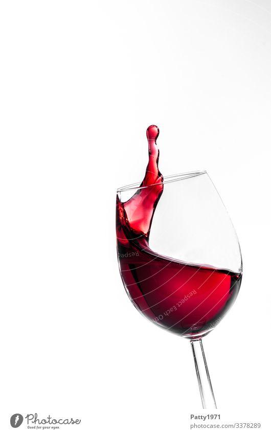 Rotwein Splash / abgehoben Getränk Alkohol Wein Weinglas Bewegung Flüssigkeit frisch rot weiß Farbe genießen Lebensfreude rein spritzen Farbfoto Nahaufnahme