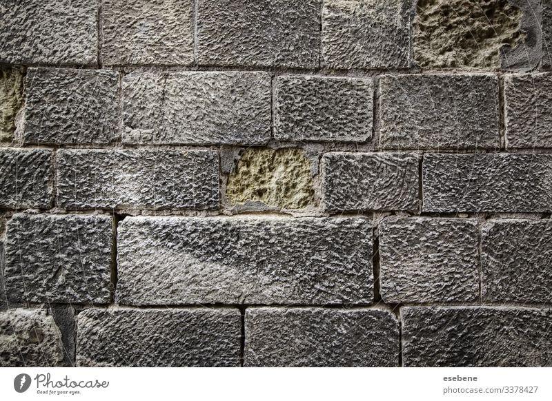 Nasses Kopfsteinpflaster dunkel niemand Laufsteg im Freien Hintergründe Design altehrwürdig Weg Baustein Boulevard Konstruktion Würfel Architektur Pflasterung