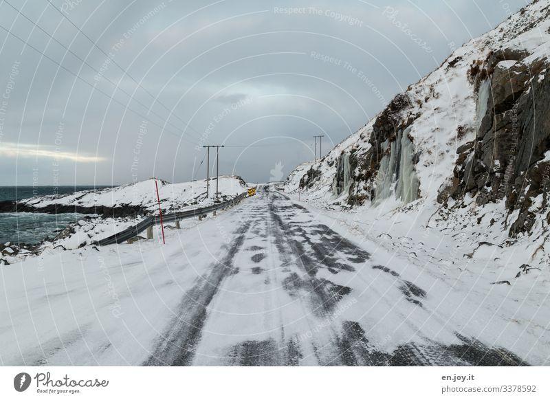 Eis und Schnee Ferien & Urlaub & Reisen Winter Umwelt Natur Landschaft Himmel Wolken Frost Felsen Küste Meer Verkehrswege Straße kalt Lofoten Norwegen