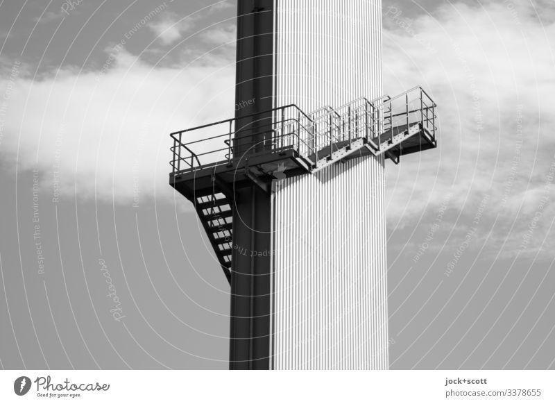 Von unten nach oben: Runter kommt man immer Industrie Treppe Metall Architektur Himmel aufsteigen Abstieg Geländer aufwärts Treppengeländer abwärts Niveau Turm