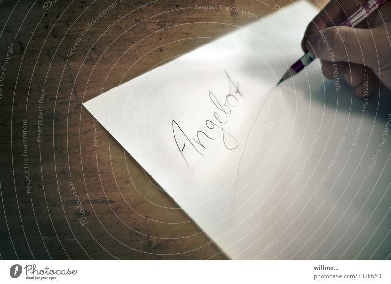 Ein Angebot schreiben Schriftzeichen Wort Text Zeichen Hand Bleistift Stift Papierbogen Zettel Offerte