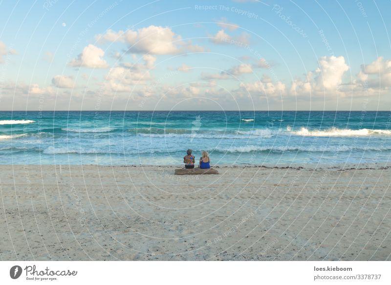 sunset beach chat Ferien & Urlaub & Reisen Tourismus Ferne Sommer Sonne Strand Meer Wellen Mensch Frau Erwachsene 45-60 Jahre Natur Sand Wasser Wolken Mond