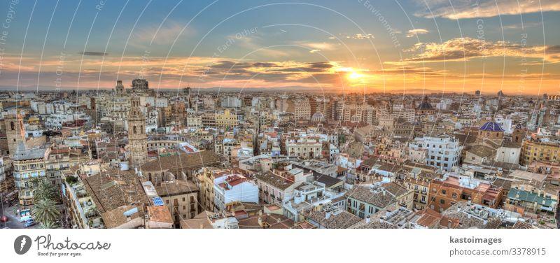 Sonnenuntergang über dem historischen Zentrum von Valencia, Spanien. Ferien & Urlaub & Reisen Tourismus Sightseeing Haus Landschaft Himmel Horizont Stadt