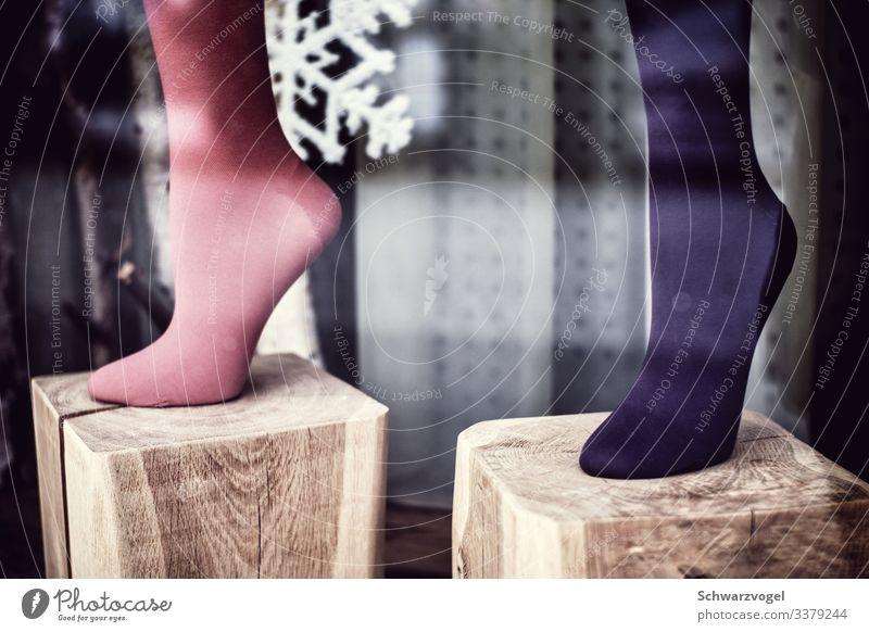 Harley Quinn Lifestyle kaufen Stil feminin Beine Mode Strümpfe Strumpfhose stehen retro trist Handel Nostalgie skurril stagnierend Stimmung Asymmetrie