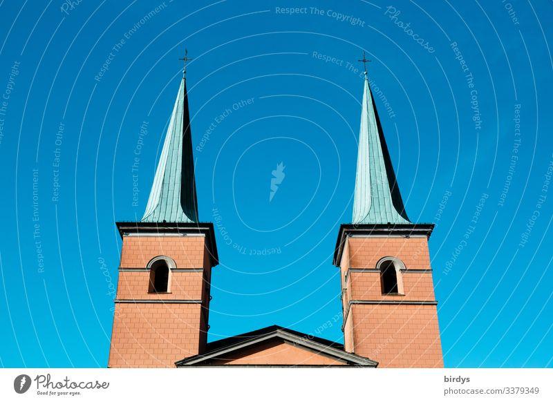 Sankt Laurentiuskirche in Wuppertal, NRW, vor wolkenlosem Himmel Kirche katholisch St. Laurentius Schönes Wetter Wolkenloser Himmel Kirchtürme sakral