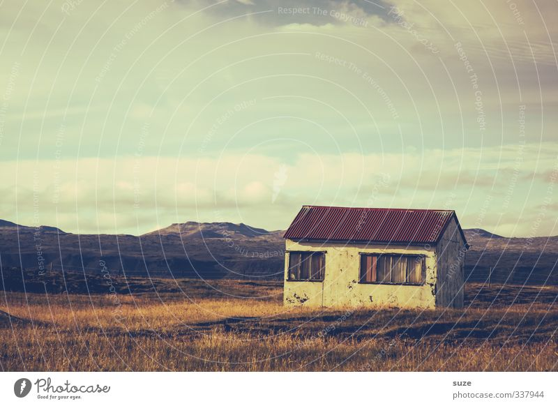 Unbekannt verzogen Himmel Natur alt schön Einsamkeit Landschaft Wolken Haus Ferne Fenster Wiese Gras Freiheit Horizont außergewöhnlich Fassade