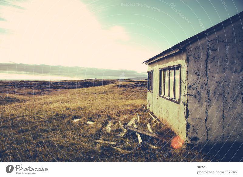 Vergänglich Sommer Haus Umwelt Natur Landschaft Himmel Wolken Horizont Schönes Wetter Gras Wiese Hütte Ruine Fassade Fenster Traurigkeit alt Tod Einsamkeit