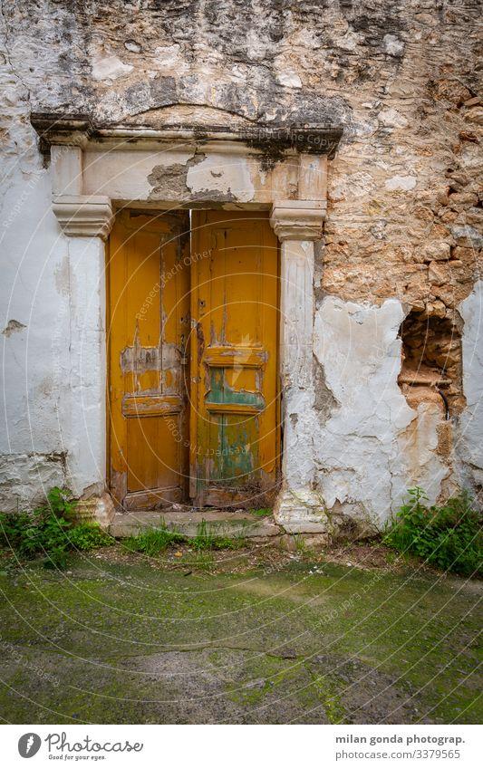 Architektonisches Detail aus der Altstadt von Sitia, Kreta. Europa mediterran Griechenland Crete Lasithi Stadt Architektur Tür Gebäude Verlassen verschlechternd