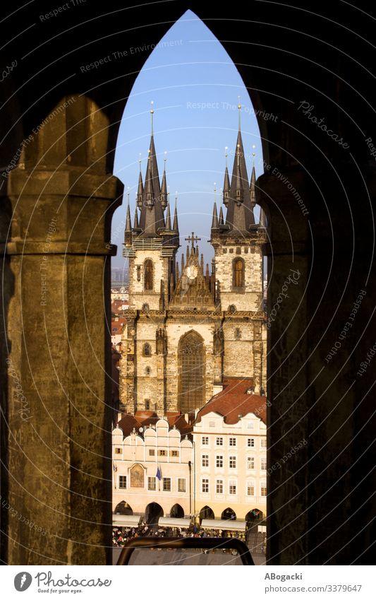 Die Tyn-Kathedrale in Prag Vom Rathausturm Architektur Barock Gebäude Kapital Zentrum Kirche Großstadt Stadtbild Kultur Tschechen Ausflugsziel Europa berühmt